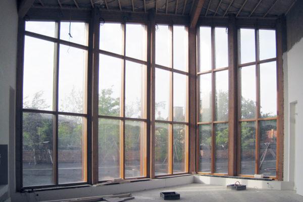 Тёплое-деревянное-остекление-фасада