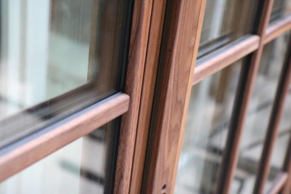 Как ухаживать за деревянными окнами? 1